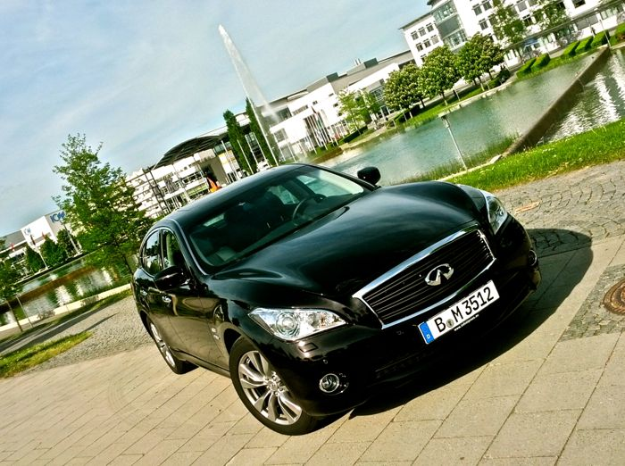 Infiniti M35h